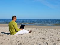 webtips-zomer-strand-laptop-klein